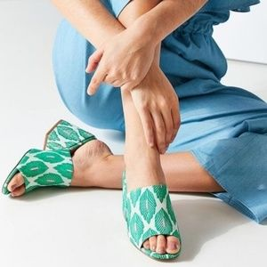 URBAN OUTFITTERS Palm Leaf Chunky Heel Cloth Mules